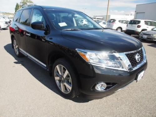 Photo Image Gallery & Touchup Paint: Nissan Pathfinder in Magnetic Black   (G41)  YEARS: 2015-2018