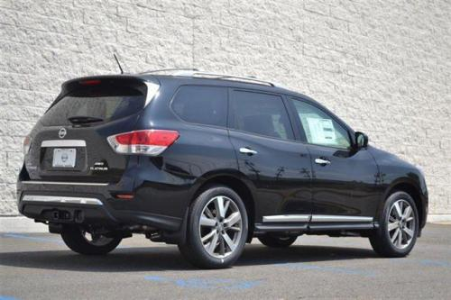 Photo Image Gallery & Touchup Paint: Nissan Pathfinder in Super Black   (KH3)  YEARS: 2013-2014