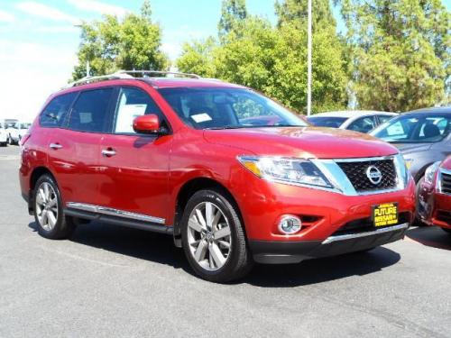 Photo Image Gallery & Touchup Paint: Nissan Pathfinder in Cayenne Red   (NAH)  YEARS: 2013-2017