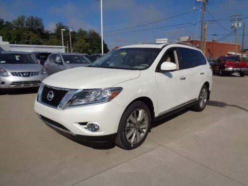 Photo Image Gallery & Touchup Paint: Nissan Pathfinder in Pearl White   (QAB)  YEARS: 2015-2018