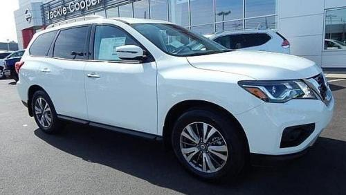 Photo Image Gallery & Touchup Paint: Nissan Pathfinder in Glacier White   (QAK)  YEARS: 2015-2018