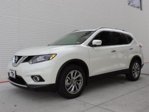 Photo Image Gallery & Touchup Paint: Nissan Rogue in Pearl White   (QAB)  YEARS: 2015-2018