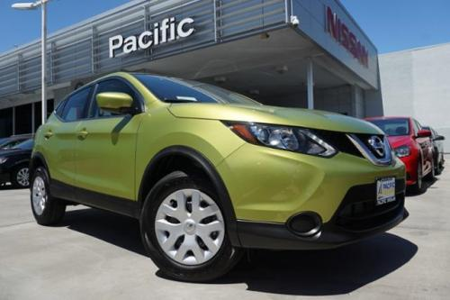 Photo Image Gallery & Touchup Paint: Nissan Roguesport in Nitro Lime   (EBA)  YEARS: 2017-2017