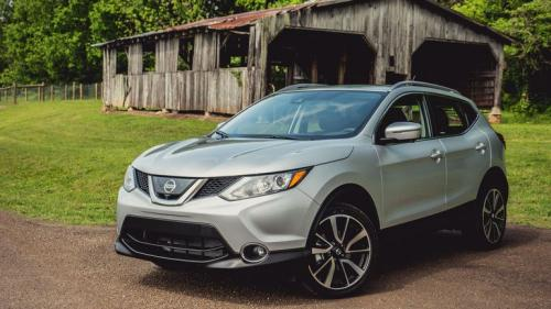 Photo Image Gallery & Touchup Paint: Nissan Roguesport in Brilliant Silver   (K23)  YEARS: 2017-2018