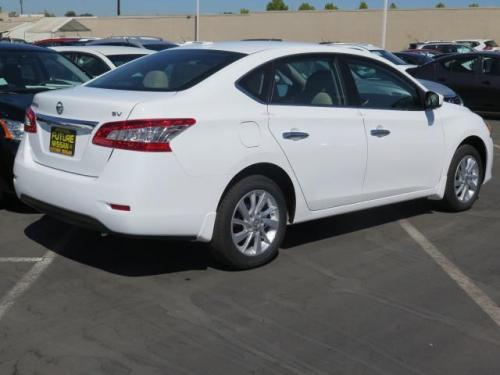 Photo Image Gallery & Touchup Paint: Nissan Sentra in Fresh Powder   (QM1)  YEARS: 2015-2018