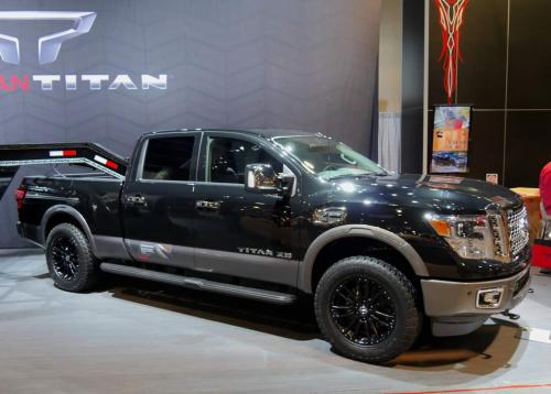 Photo Image Gallery & Touchup Paint: Nissan Titan in Magnetic Black   (G41)  YEARS: 2016-2018