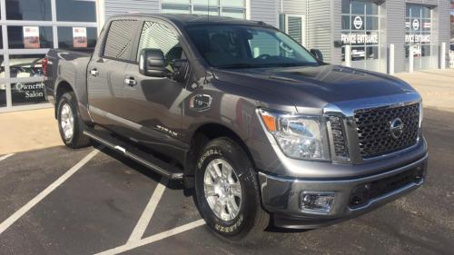 Photo Image Gallery & Touchup Paint: Nissan Titan in Gun Metallic   (KAD)  YEARS: 2016-2018