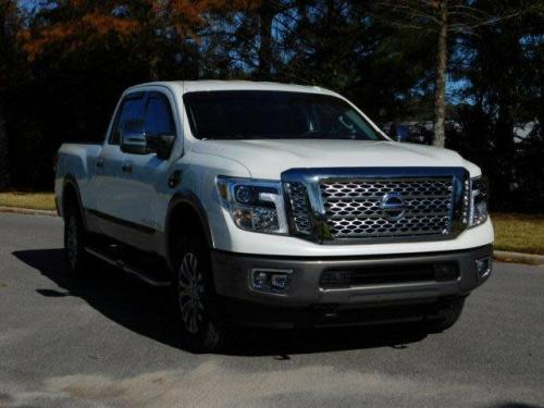 Photo Image Gallery & Touchup Paint: Nissan Titan in Pearl White   (QAB)  YEARS: 2016-2018