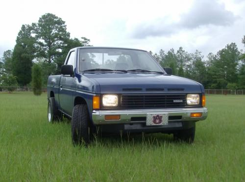 Photo Image Gallery & Touchup Paint: Nissan Truck in Deep Blue   (424)  YEARS: 1986-1987