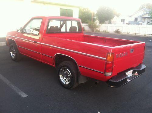 Photo Image Gallery & Touchup Paint: Nissan Truck in Bright Red   (465)  YEARS: 1986-1989