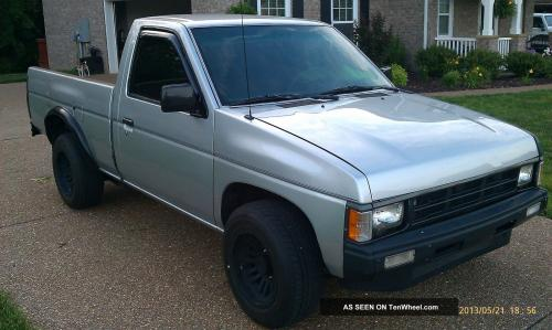 Photo Image Gallery & Touchup Paint: Nissan Truck in Silver Frost Metallic  (549)  YEARS: 1988-1990