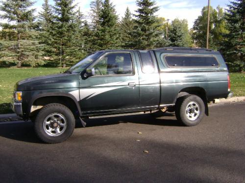 Photo Image Gallery & Touchup Paint: Nissan Truck in Black Emerald   (DJ2)  YEARS: 1993-1994