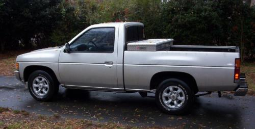 Photo Image Gallery & Touchup Paint: Nissan Truck in Platinum Gold   (KN4)  YEARS: 1996-1997