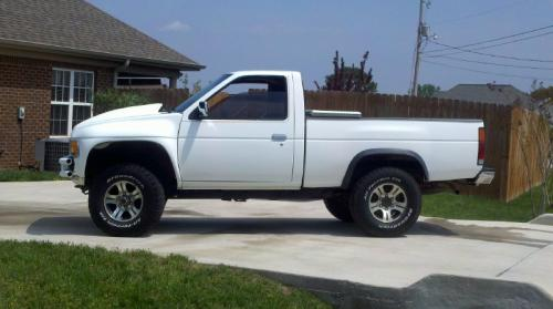 Photo Image Gallery & Touchup Paint: Nissan Truck in Cloud White   (QM1)  YEARS: 1995-1997