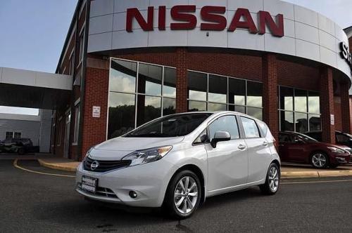 Photo Image Gallery & Touchup Paint: Nissan Versanote in Aspen White   (QAC)  YEARS: 2014-2018