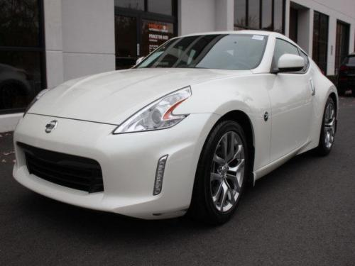 Photo Image Gallery: Nissan Z in Pearl White   (QAB)  YEARS: -