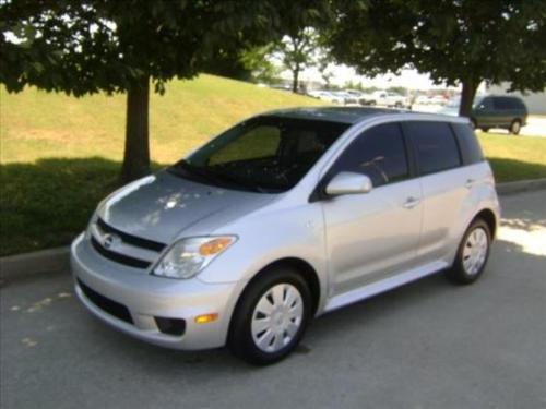 Photo Image Gallery & Touchup Paint: Scion XA in Silver Streak Mica  (1E7)  YEARS: 2004-2006