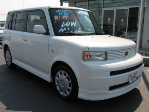 Photo Image Gallery & Touchup Paint: Scion XB in Polar White   (068)  YEARS: 2004-2006