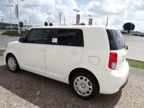 Photo Image Gallery & Touchup Paint: Scion XB in Super White   (040)  YEARS: 2008-2015