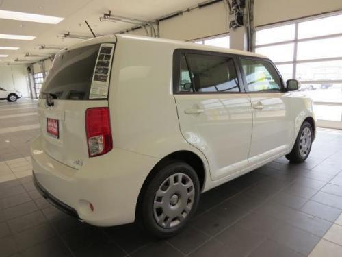 Photo Image Gallery & Touchup Paint: Scion XB in Electric Quartz   (087)  YEARS: 2014-2014