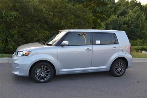 Photo Image Gallery & Touchup Paint: Scion XB in Silver Ignition   (1J8)  YEARS: 2013-2013