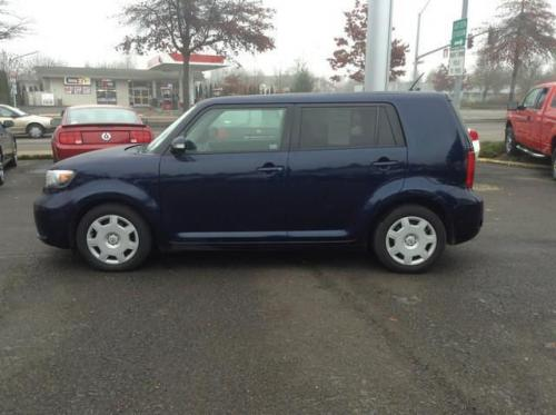 Photo Image Gallery: Scion XB in Nautical Blue Metallic  (8S6)  YEARS: -