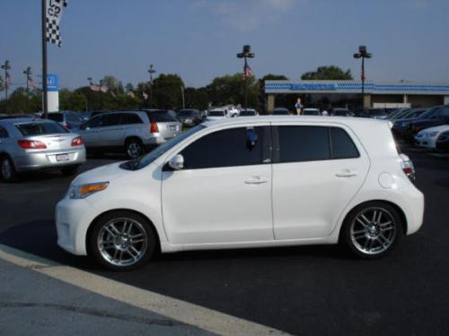 Photo Image Gallery & Touchup Paint: Scion XD in Super White   (040)  YEARS: 2008-2014
