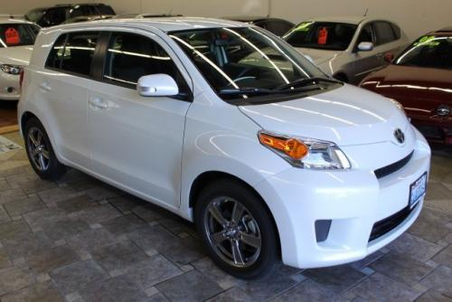 Photo Image Gallery & Touchup Paint: Scion XD in Blizzard Pearl   (070)  YEARS: 2012-2012