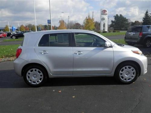 Photo Image Gallery & Touchup Paint: Scion XD in Silver Streak Mica  (1E7)  YEARS: 2008-2010