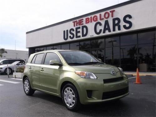 Photo Image Gallery & Touchup Paint: Scion XD in Electric Wasabi   (6U5)  YEARS: 2009-2009