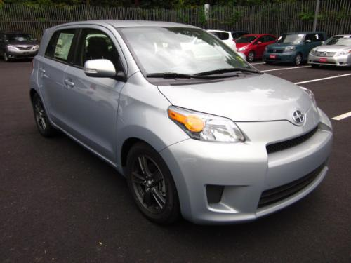 Photo Image Gallery & Touchup Paint: Scion XD in Silver Ignition   (1J8)  YEARS: 2013-2013