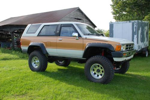 Photo Image Gallery & Touchup Paint: Toyota 4runner in White Gold   (2S4)  YEARS: 1985-1985