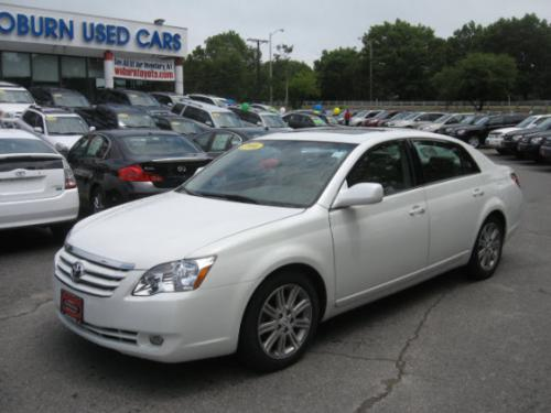 Photo Image Gallery & Touchup Paint: Toyota Avalon in Blizzard Pearl   (070)  YEARS: 2005-2012