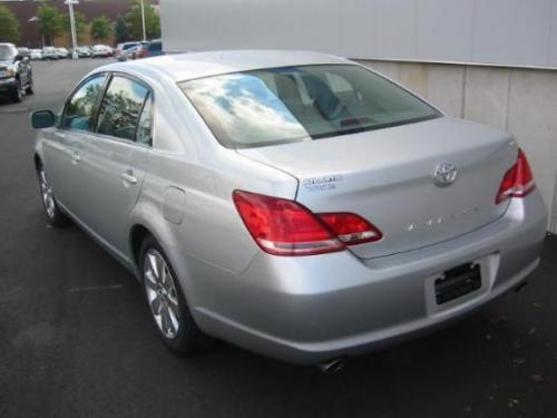 Photo Image Gallery & Touchup Paint: Toyota Avalon in Titanium Metallic   (1D4)  YEARS: 2005-2007