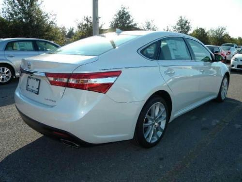 Photo Image Gallery & Touchup Paint: Toyota Avalon in Blizzard Pearl   (070)  YEARS: 2013-2017