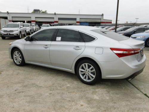 Photo Image Gallery & Touchup Paint: Toyota Avalon in Classic Silver Metallic  (1F7)  YEARS: 2013-2014
