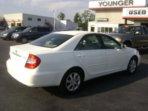 Photo Image Gallery & Touchup Paint: Toyota Camry in Crystal White   (062)  YEARS: 2004-2004