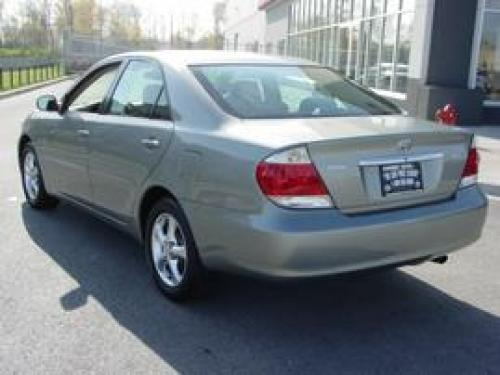 Photo Image Gallery & Touchup Paint: Toyota Camry in Mineral Green Opalescent  (6R6)  YEARS: 2005-2006