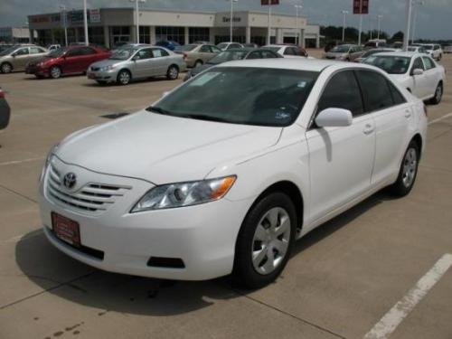 Photo Image Gallery & Touchup Paint: Toyota Camry in Super White   (040)  YEARS: 2007-2011