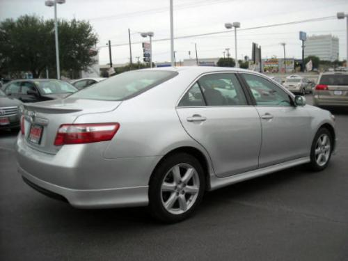 Photo Image Gallery & Touchup Paint: Toyota Camry in Classic Silver Metallic  (1F7)  YEARS: 2008-2011