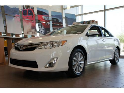 Photo Image Gallery & Touchup Paint: Toyota Camry in Super White   (040)  YEARS: 2012-2017