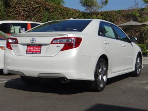 Photo Image Gallery: Toyota Camry in Blizzard Pearl   (070)  YEARS: -