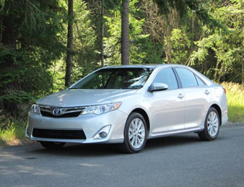 Photo Image Gallery & Touchup Paint: Toyota Camry in Classic Silver Metallic  (1F7)  YEARS: 2012-2014
