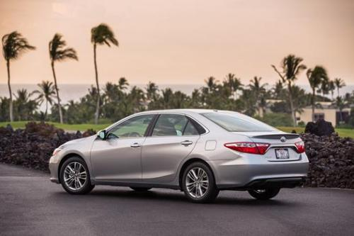 Photo Image Gallery & Touchup Paint: Toyota Camry in Celestial Silver Metallic  (1J9)  YEARS: 2015-2017