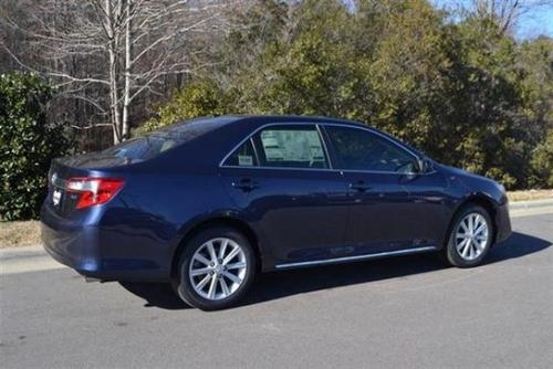 Photo Image Gallery & Touchup Paint: Toyota Camry in Parisian Night Pearl  (8W6)  YEARS: 2014-2017