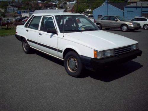 Photo Image Gallery & Touchup Paint: Toyota Camry in White    (041)  YEARS: 1985-1986
