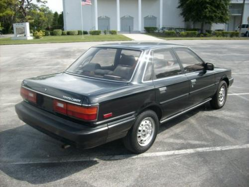 Photo Image Gallery & Touchup Paint: Toyota Camry in Black    (202)  YEARS: 1988-1991