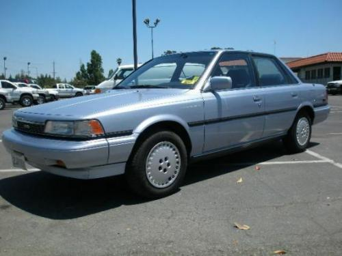 Photo Image Gallery & Touchup Paint: Toyota Camry in Light Blue Metallic  (8D8)  YEARS: 1987-1989