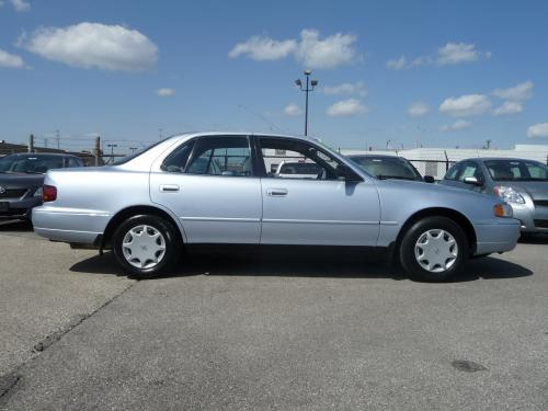 Photo Image Gallery & Touchup Paint: Toyota Camry in Platinum Metallic   (1A0)  YEARS: 1994-1996