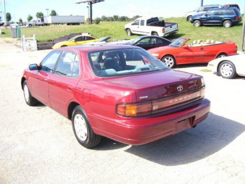 Photo Image Gallery & Touchup Paint: Toyota Camry in Medium Red Pearl  (3J9)  YEARS: 1992-1992